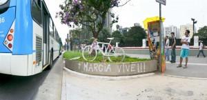 Ghost Bike em homenagem a  Márcia Prado na Av. Paulista (fonte:  http://marioav.blogspot.com/2009/02/marcia-vive.html)